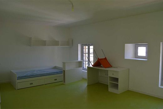 life on the campus magelis. Black Bedroom Furniture Sets. Home Design Ideas