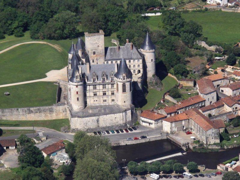Château de la Rochefoucauld - vue aérienne
