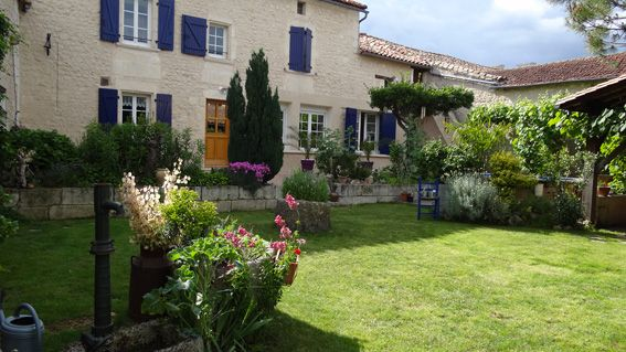 Maison charentaise restaurée - Jardin